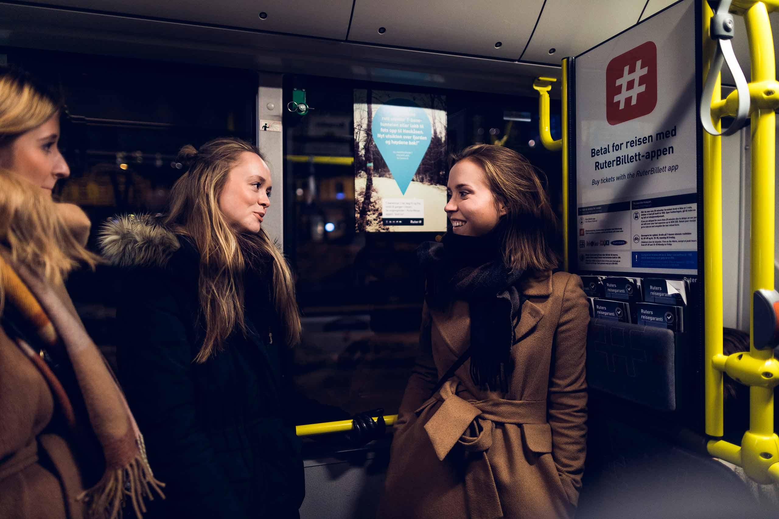 Bilde av passasjerer på buss