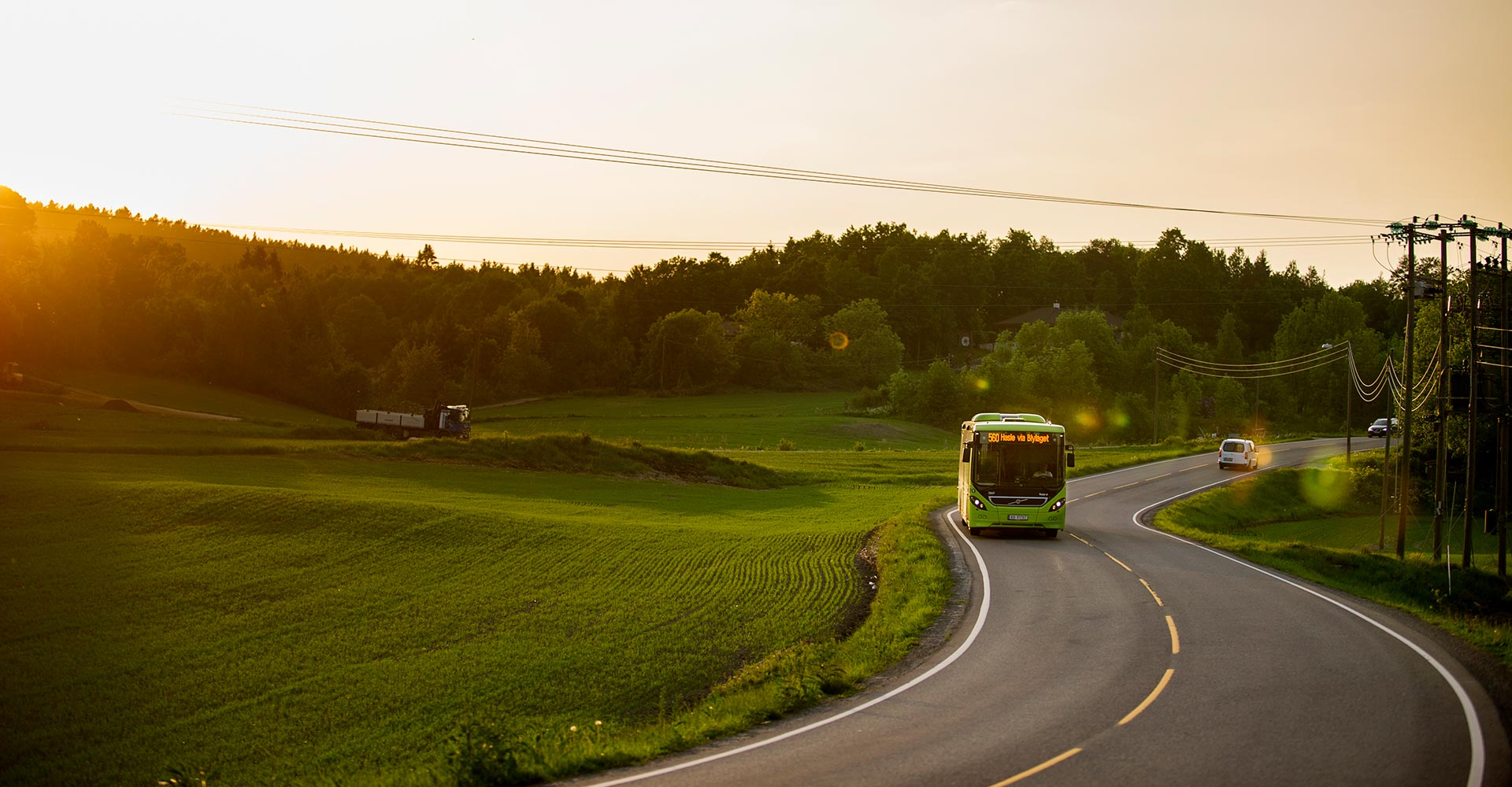 Bilde av Ruter regionsbuss i landelig omgivelser