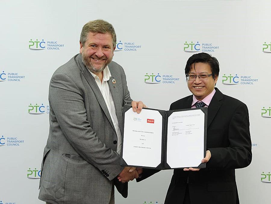 Foto fra møte med kollektivtransportmyndighetene i Singapore.
